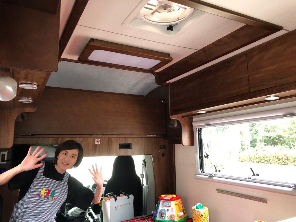 車内は換気扇と窓の機能でエアコン無しでも快適