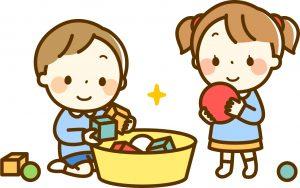 おもちゃで遊ぶ子ども