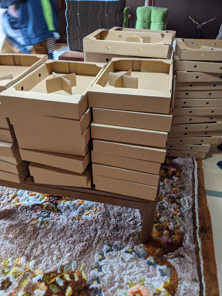 いちごの箱作り